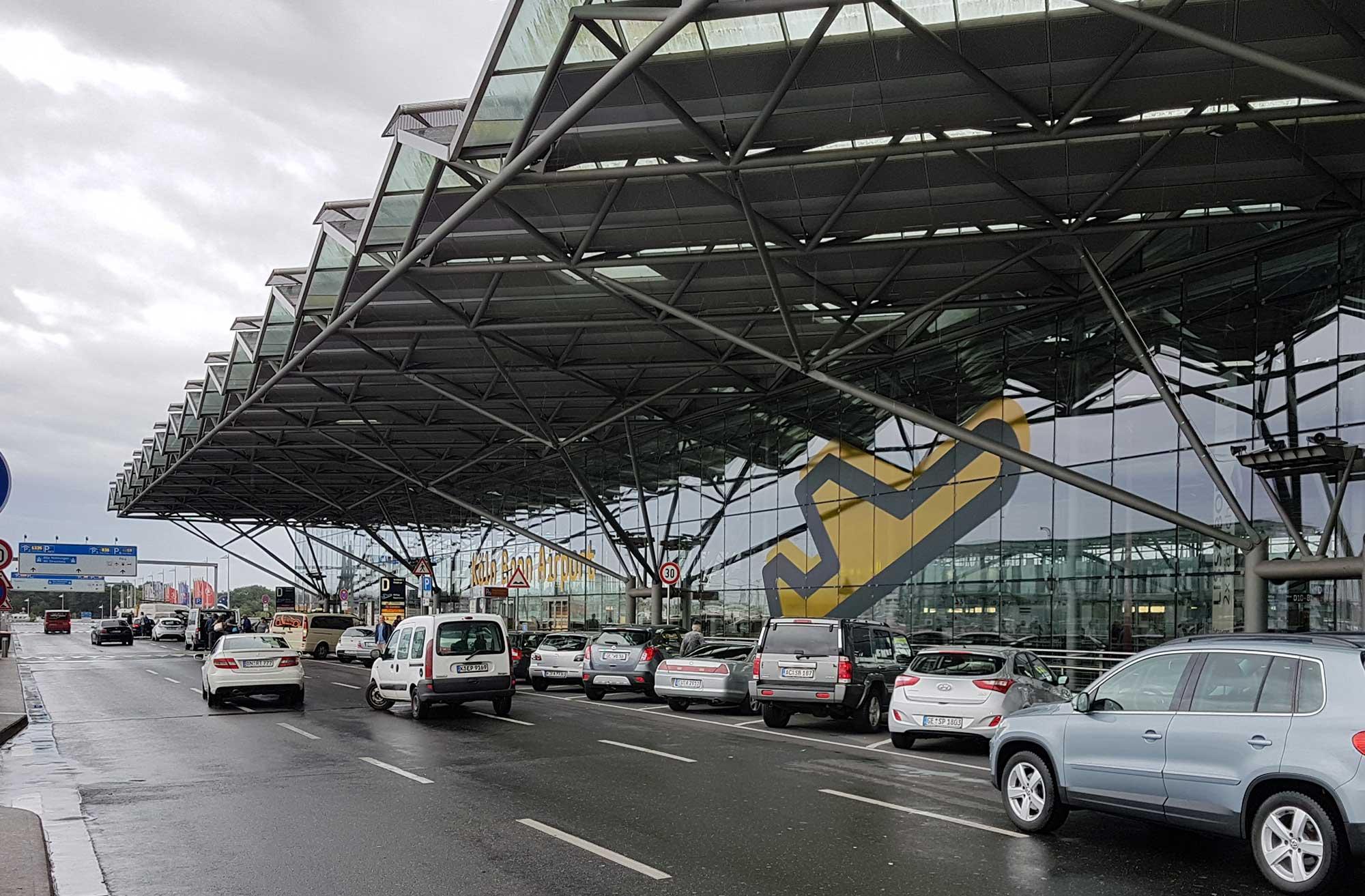 Abflug koeln bonn flughafen Flughafen Köln/Bonn: