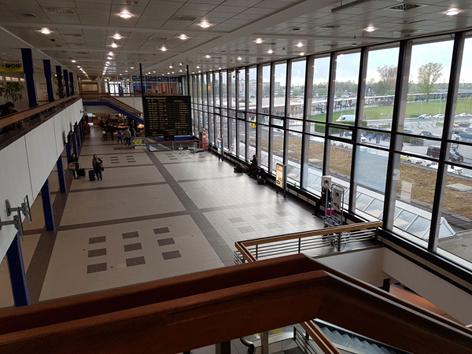 Flugverfolgen Flughafenhalle